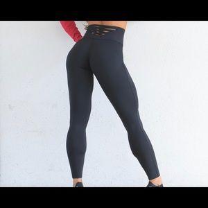 Black Bombshell Sexyback Leggings - small